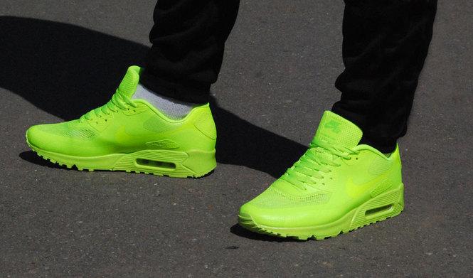Заказать мужские кроссовки Nike Air Max 90 hyperfuse кислотного цвета очень  просто перейдя по ссылке и нажав на кнопку